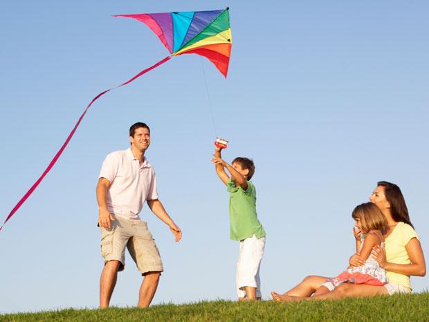 Family-Flying-Kite